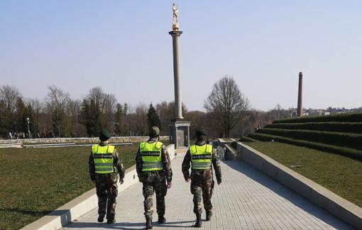 Prie policijos viešosiose vietose vykdomos kontrolės jungiasi Karo policija ir Šiaulių miesto savivaldybės specialistai