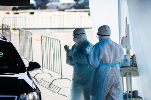 Mobiliajame Panevėžio punkte dėl koronaviruso kasdien ištiriama daugiau nei 60 žmonių