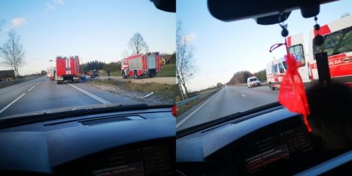 Panevėžio rajone nuo kelio nuvažiavo ir apsivertė lengvasis automobilis