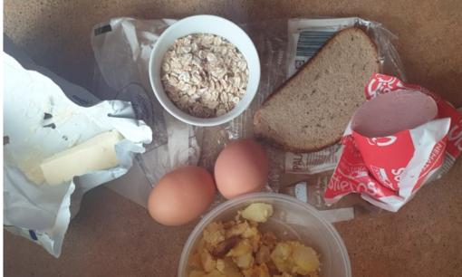 Kaip pavyzdingai karantino besilaikančią 70-metę maisto produktus pristatantis į namus tiekėjas badu marina