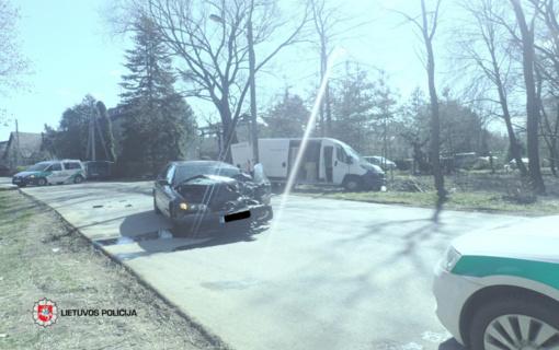 BMW vairuotojas Kaune sukėlė avariją ir pabėgo iš įvykio vietos