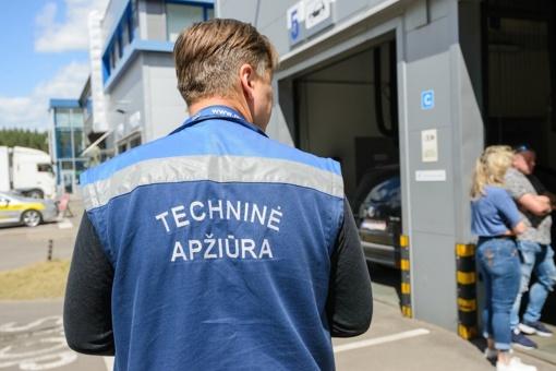 Karantino metu siūloma nebausti vairuotojų už pasibaigusią privalomą techninę apžiūrą