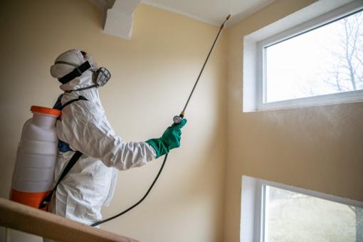 Vilniuje bus dezinfekuojamos susirgusiųjų COVID-19 gyvenamųjų namų laiptinės