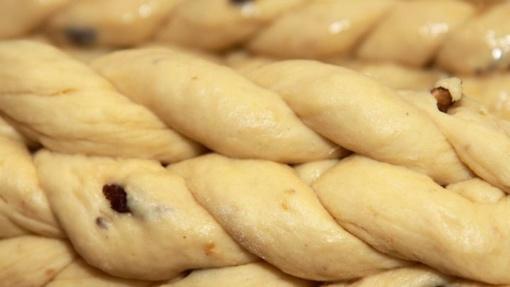 Tradicinės Velykos su saldžiąja pynute ir Velykų boba