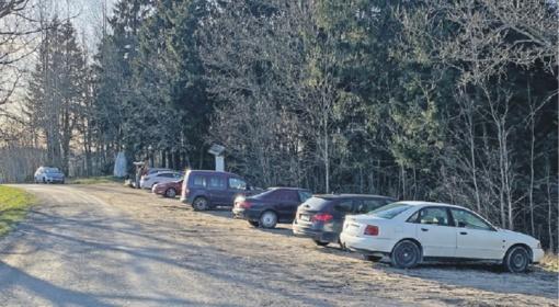 Įvedus karantiną, žmonės renkasi gamtos prieglobstį: Rietavo parkas ir Lopaičių piliakalnis pilni žmonių