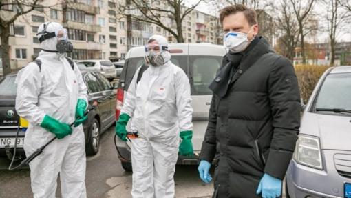 Kovojant su koronavirusu, ir sostinės politikai suskubo rinktis svetimų karmos taškų