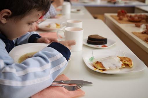 Panevėžio taryba ketina kompensuoti mokestį už vaiko maitinimą