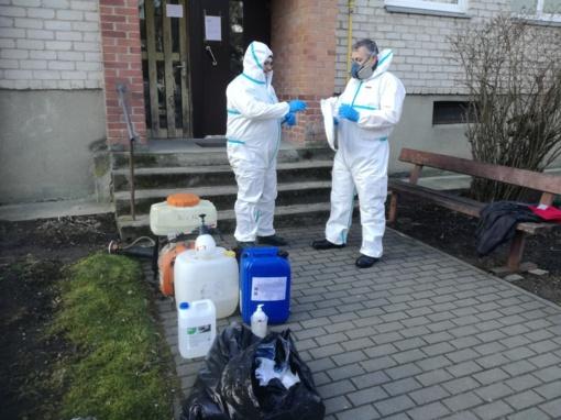 Daugiabučio namo gyventojui diagnozavus COVID-19 bus atliekama laiptinės dezinfekcija