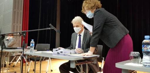 Tarybos posėdyje – su respiratoriais ir vienkartinėmis pirštinėmis