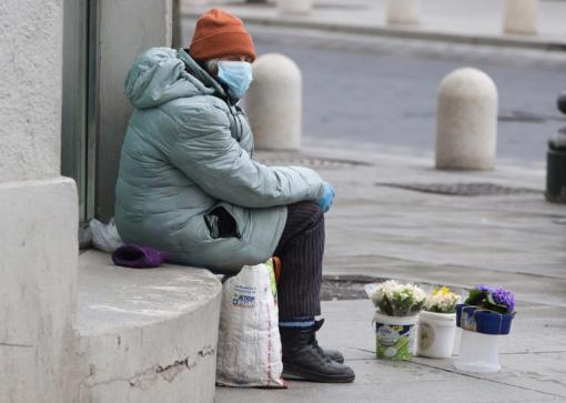 Koronaviruso krizei auginant nedarbą, lietuviai įvertino savo turimas santaupas: trečdalis mėnesio neprasilaikytų