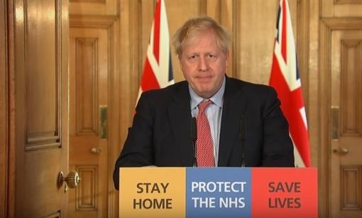 Dėl COVID-19 hospitalizuotas JK premjeras B. Johnsonas vyriausybei tebevadovauja