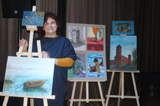 Romarika Pikelienė. Save iš naujo atradinėjanti dailininkė, kurios darbuose juodos ir baltos spalvos tikrai nerasite