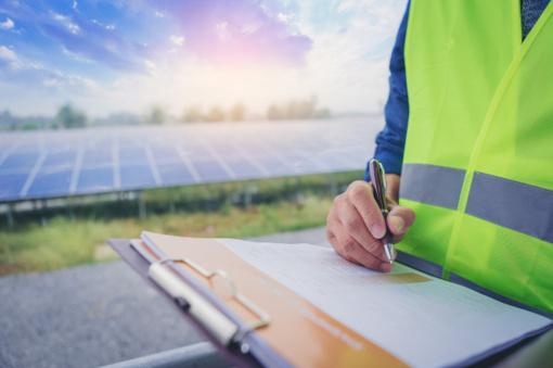 Saulės baterijos: kas lemia vis labiau didėjantį jų populiarumą?