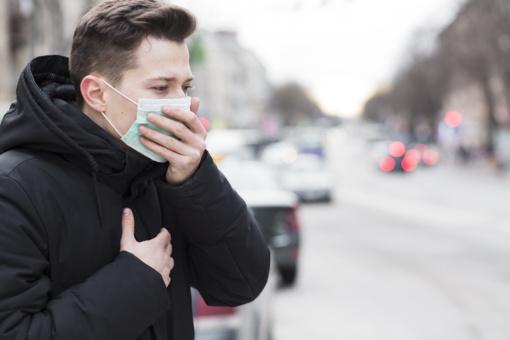 3 galimos priežastys, kodėl koronavirusas vyrus pakerta stipriau