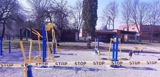 Karantinas Radviliškyje: užtveriamos vaikų žaidimų aikštelės, lauko treniruoklių ir sporto aikštynai