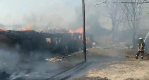 Vilniaus rajone ugnis pasiglemžė 7 pastatus, įtariamas padegimas