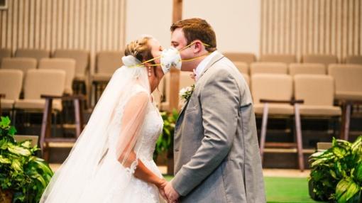 Karantininės vestuvės: prašoma atvykti tuoktis su apsaugos priemonėmis