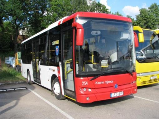 Karantino laikotarpiu laikinai nutraukta dalis priemiesčio autobusų maršrutų reisų