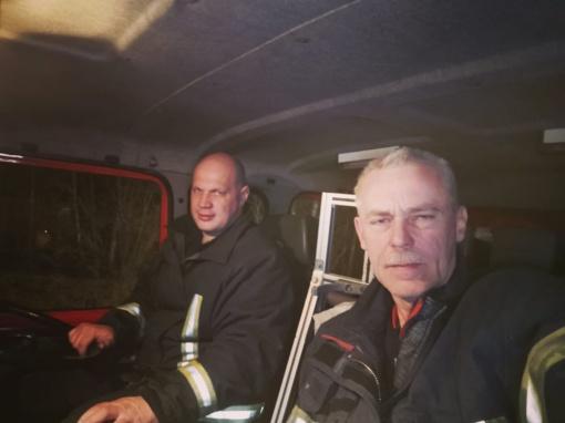 """Lentvario ugniagesiai žolės degintojus bando """"auklėti"""" socialiniuose tinkluose"""