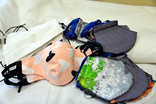 Ką reikia žinoti apie namie siuvamas kaukes vis labiau įsibėgėjant COVID-19?