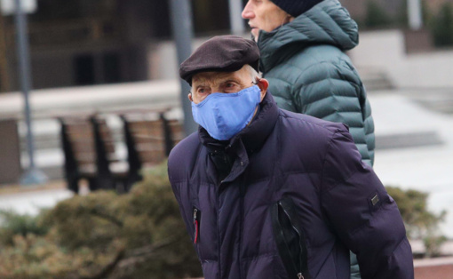 Kaip saugiai dėvėti veido kaukę?