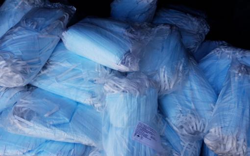Pareigūnai aiškinasi, iš kur Kazlų Rūdos gyventojas gavo tūkstančius medicininių kaukių