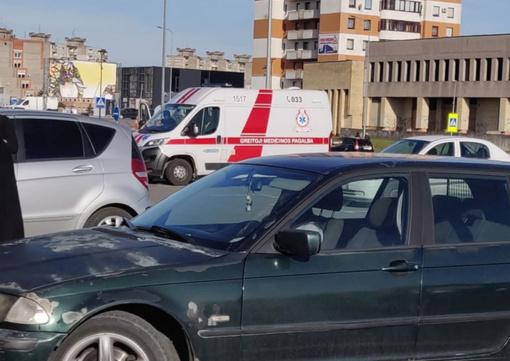 """Sujudimas prie Šilainių """"Šilo"""": važiavo ir policija, ir medikai su apsauginiais kostiumais"""