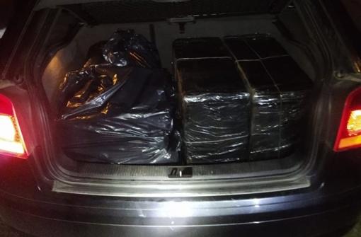 Kelmės rajone sulaikytas kuršėniškis gabeno 2 tūkst. pakelių cigarečių