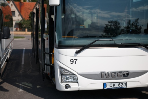 """""""Jonavos autobusai"""" įspėja: visiems keleiviams privaloma dėvėti apsaugines kaukes"""