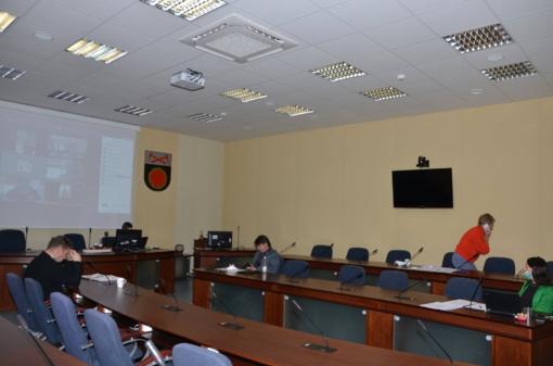 Aptartas Akmenės rajono savivaldybės karščiavimo klinikos darbas pirmomis jos veiklos dienomis