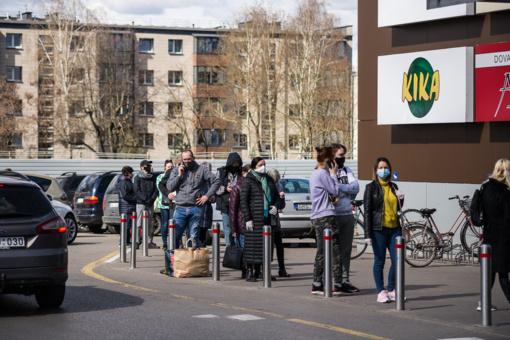 Prieš Velykas Panevėžio maisto prekių parduotuvėse – didelės pirkėjų eilės