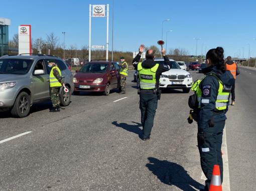 Nuo šypsenos iki priekaištų: į Kauną per parą neįvažiavo beveik 3,5 tūkst. automobilių