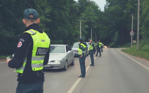 Beteisė neblaivi vairuotoja pareigūnams teigė sumaišiusi pedalus