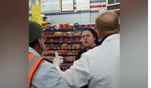 Prekybos centre – muštynės dėl saugaus atstumo (vaizdo įrašas)