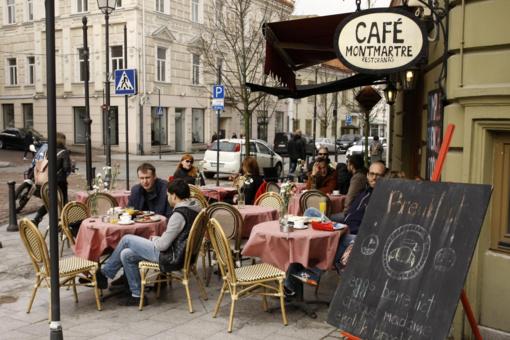 Premjeras: lauko kavinėse bus ne daugiau kaip po du žmones