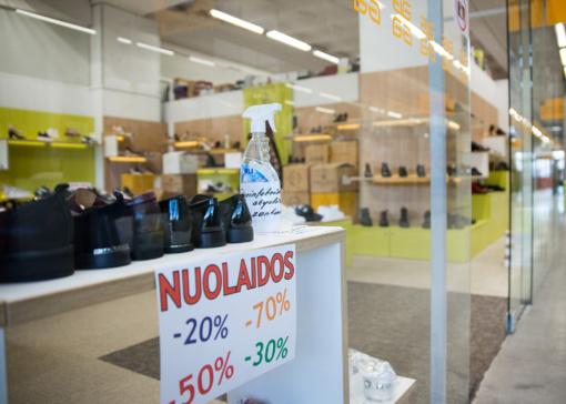 Vyriausybė leis atsiverti didesnėms parduotuvėms, turinčioms atskirą įėjimą