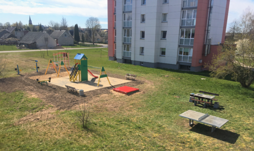 Atnaujinta vaikų žaidimų aikštelė Akmenės mieste