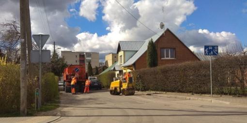 Kėdainių mieste pradėti duobių asfaltavimo darbai