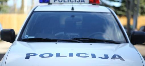 Klaipėdos rajono sankryžoje BMW atsitrenkė į pareigūno automobilį