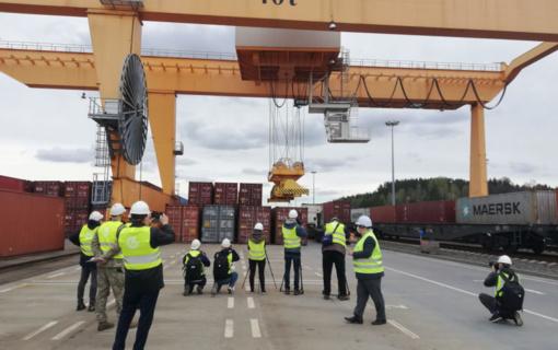 Iš Kinijos traukiniu atgabenta Lietuvos medikams skirta asmens apsaugos priemonių siunta