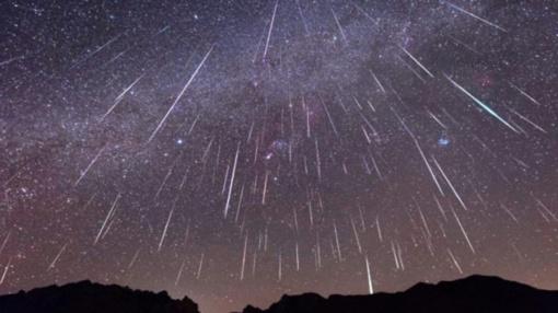 Naktimis dangų raižo Eta Akvaridų meteorai