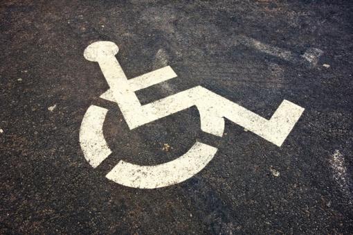 Pakeisti neįgaliųjų asmenų automobilių statymo kortelės kriterijai