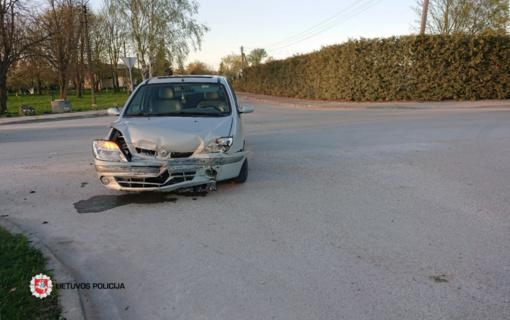 Eismo įvykis Naisiuose, nukentėjo automobilio keleivė
