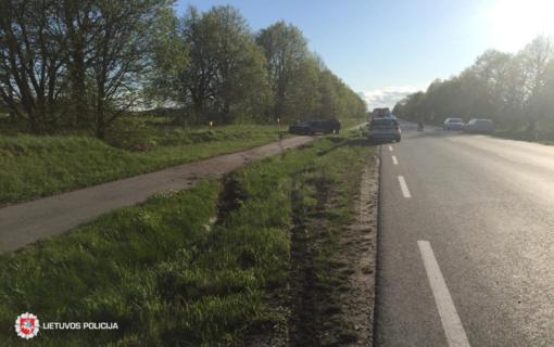 Biržų rajone automobilis nuvažiavo nuo kelio: nukentėjo vairuotojas