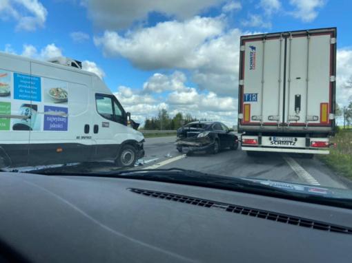 Kauno rajone – smarkus keturių transporto priemonių susidūrimas