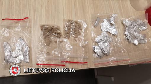 Mažeikiuose patikros metu vyro kišenėse rasta narkotikų