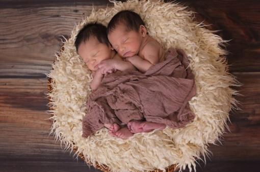 Vyrą šokiravo žinia, kad  žmonos pagimdyti dvyniai turi du tėvus