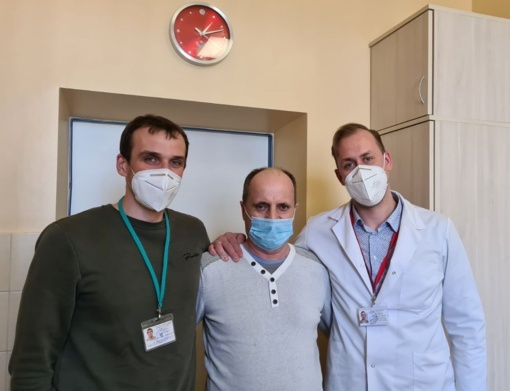 COVID-19 įveikęs joniškietis atvyko padėkoti medikams už išgelbėtą gyvybę