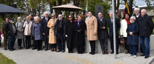 Širvintų Nepriklausomybės aikštėje atidengtas Libos Mednikienės bareljefas