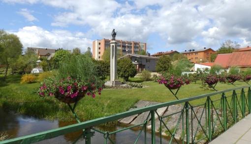 Molėtų miestas puošiasi gėlėmis